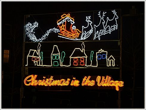 christmas-in-the-village-decoration